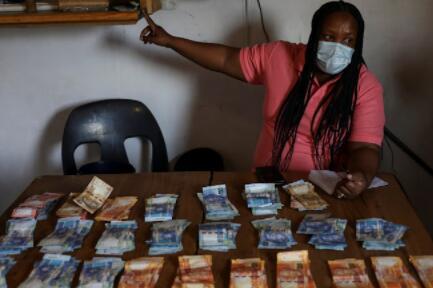 SA银行与传统作斗争以推动获得更多的行动