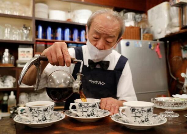 从牛肉碗到咖啡 成本飙升挤压着日本工薪阶层的主食