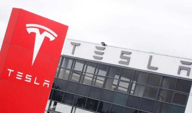 特斯拉押注电动汽车的未来就在眼前 市值突破1万亿美元
